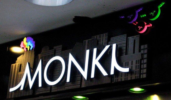 Monki butikskylt