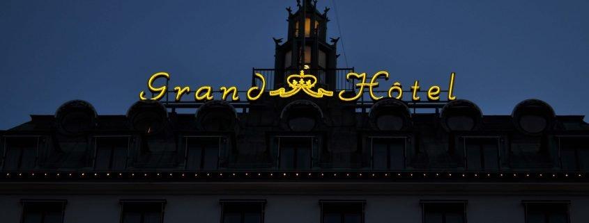 Skyltrenovering Grand Hôtel