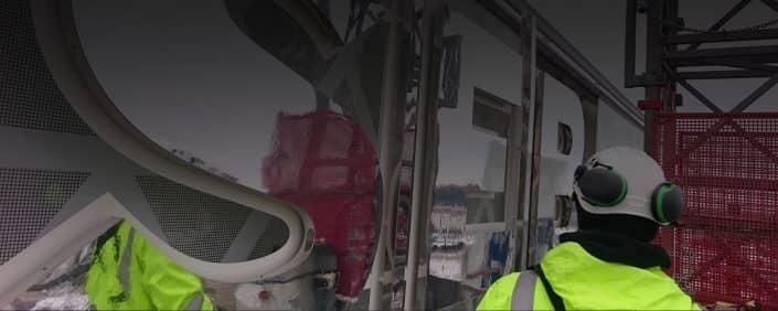 Företagare installerar skyltar i Stockholm | Focus Neon