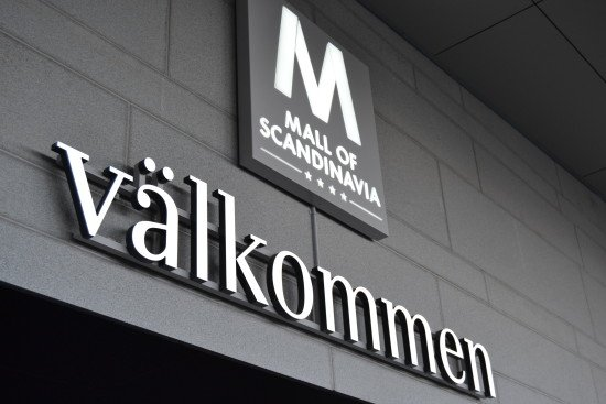 Valkommen ljuslåda skylt i Mall of Scandinavia by Focus Neon