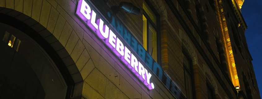 Blueberry LED-bokstäver skyltar i Stockholm av Focus Neon